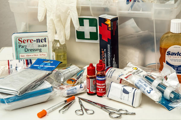 items of first aid kit to treat burn
